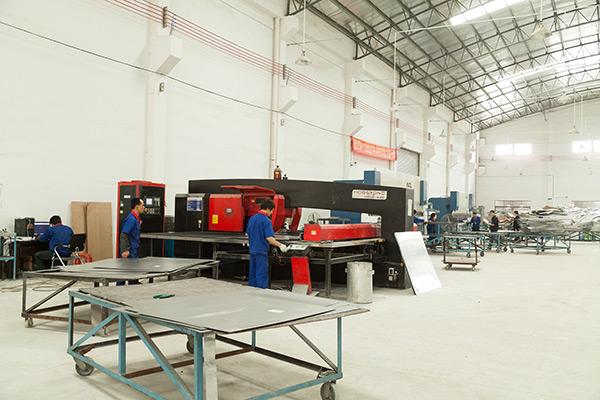 铝单板车间生产设备实拍