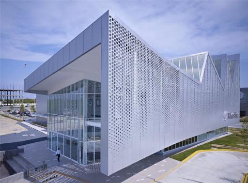 为什么很多大型建筑外墙都选用雕花铝